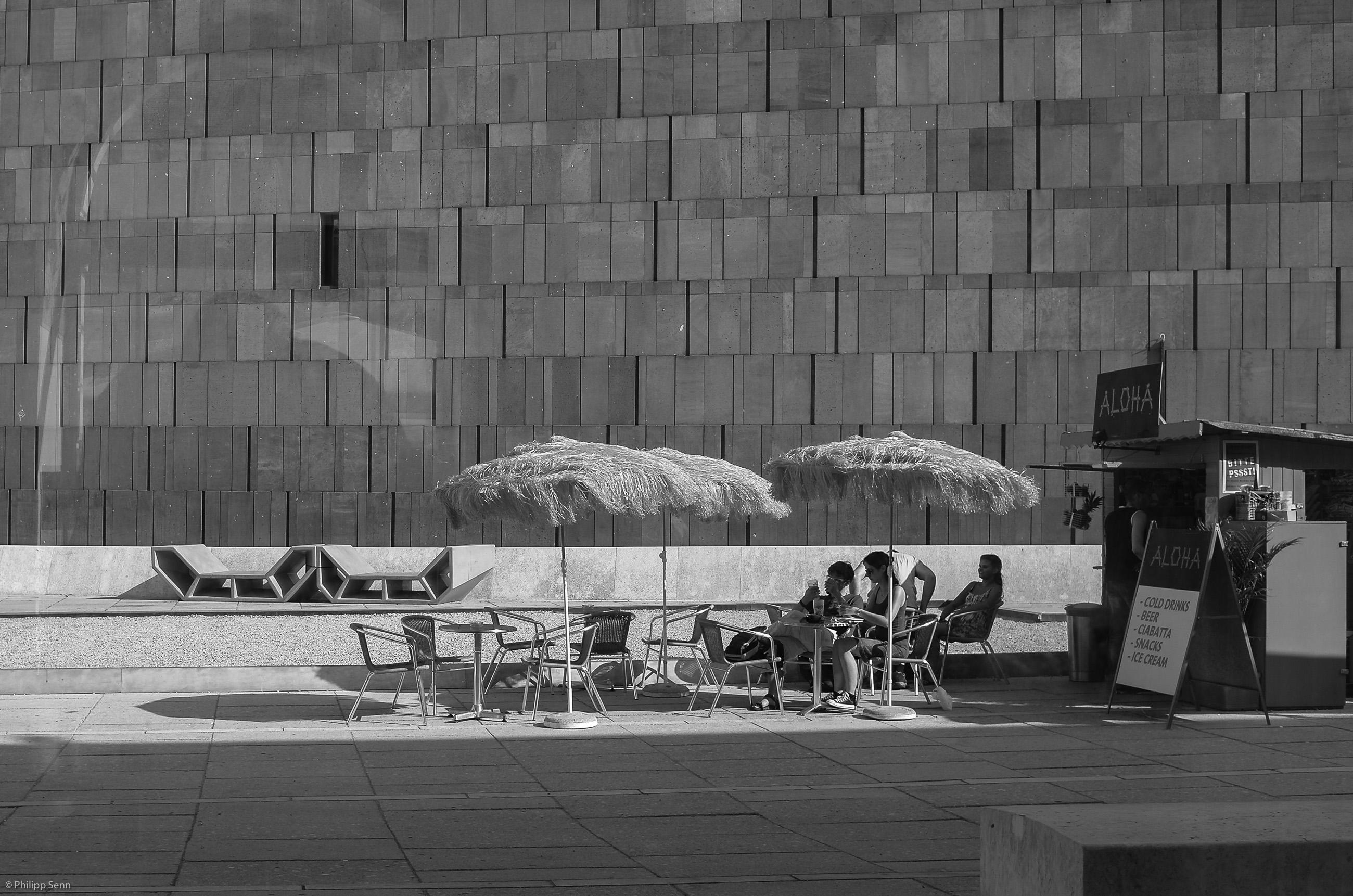© Philipp Senn. 2012. Wien. 29 Grad. Hawaii im Museumsquartier.